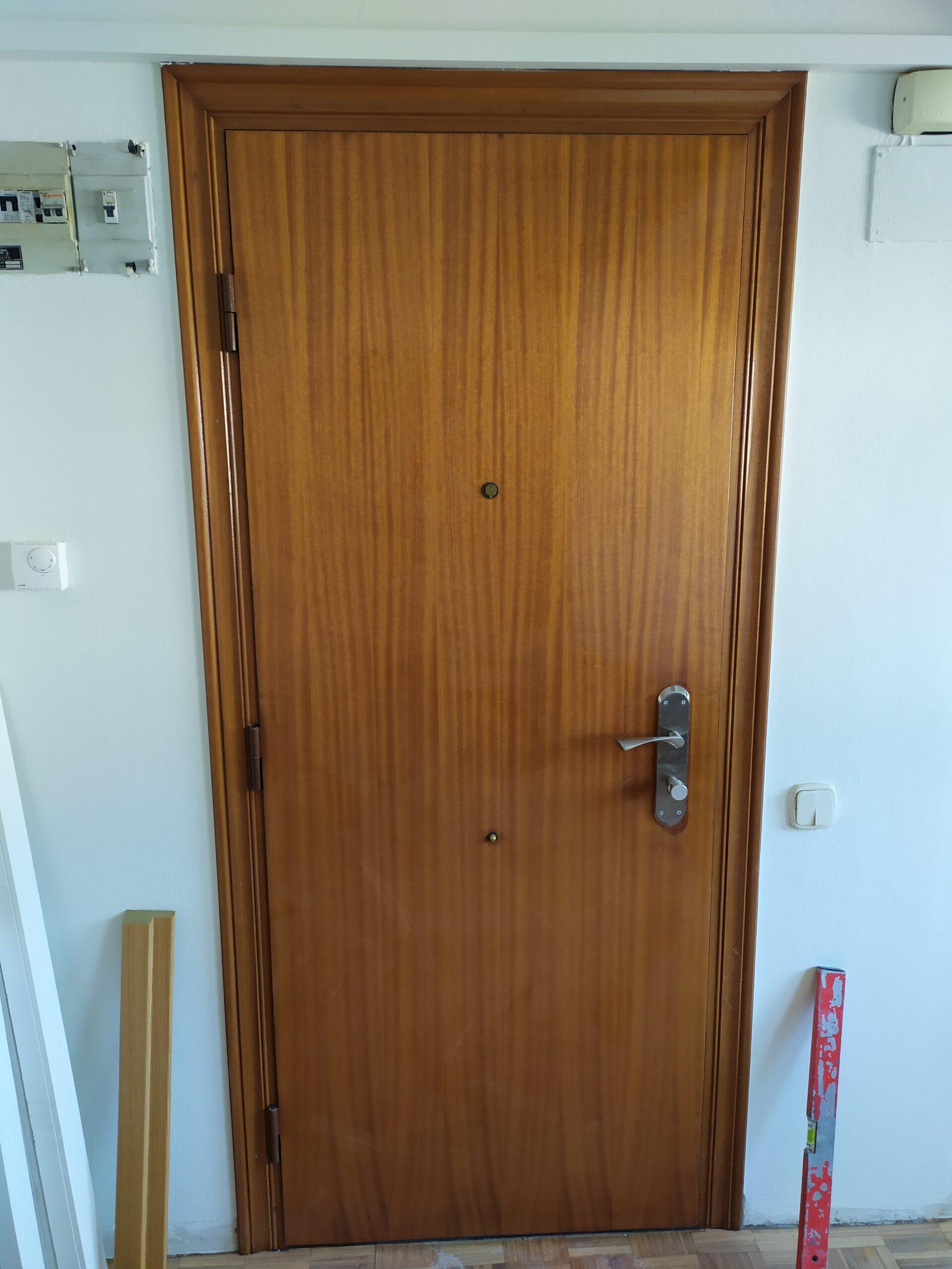 puerta acorazada interior en sapelly