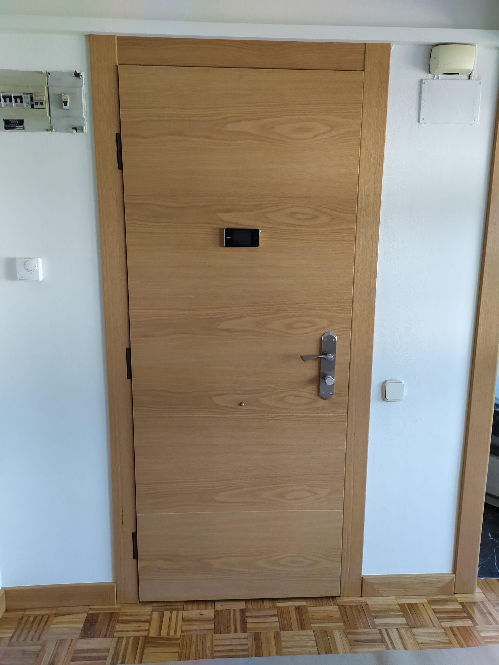 puerta acorazada en roble